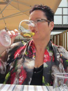 Astrid met glas bij Jerome
